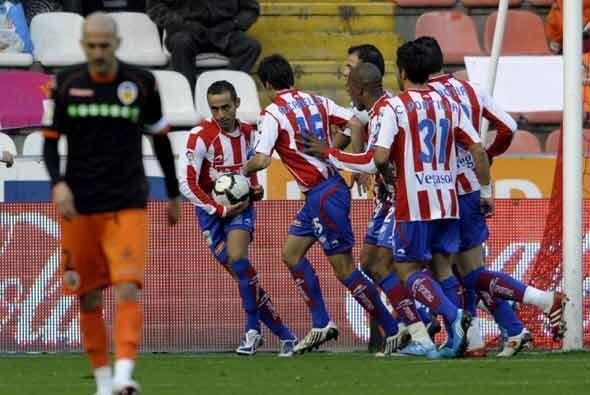 Fue el Sporting el equipo que se adelantó con un gol de Diego Castro.