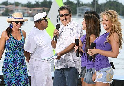 """El Presidente, con Rosana, las Senadoras y el """"Chino"""" disfrutando del sh..."""