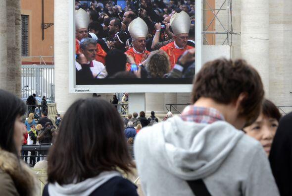 Durante la misa los fieles pidieron por los cardenales electores, por to...