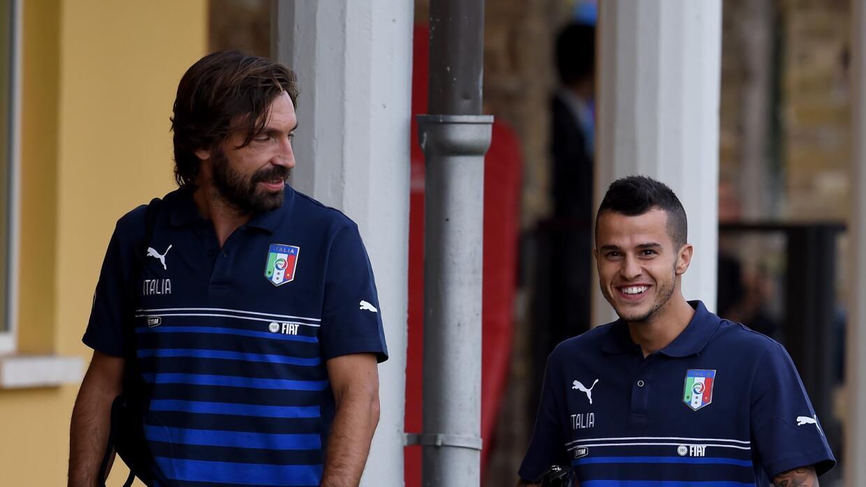 Andrea Pirlo y Sebastian Giovinco en la concentración de Italia