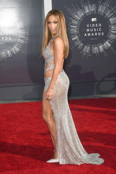 En los 'Video Music Awards' nos sedujo con un vestido de Charbel Zoe, po...