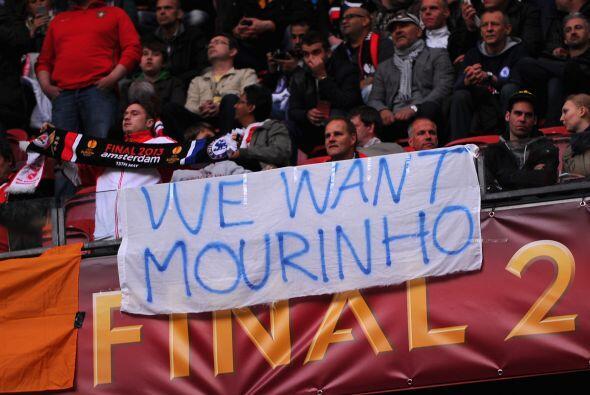 Los 'Blues' aprovecharon el evento para seguir pidiendo a José Mo...
