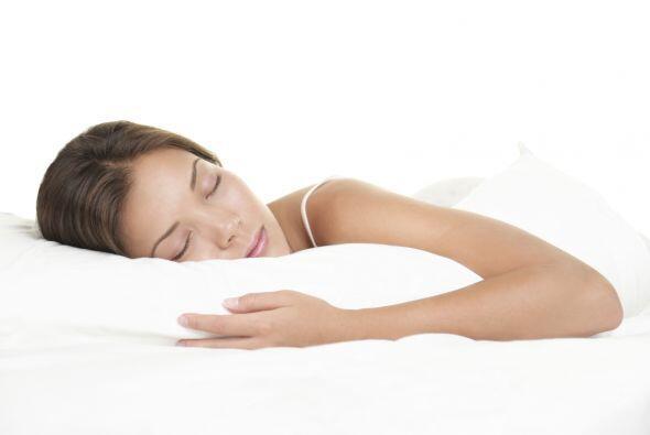 Aparte, la falta de sueño (y el estrés) pueden hacer que el cutis luzca...
