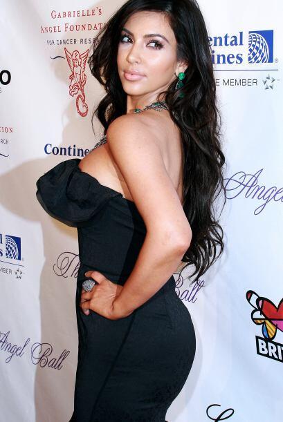 Para tener unas curvas así, Kim usa una faja mientras hace ejercicio.