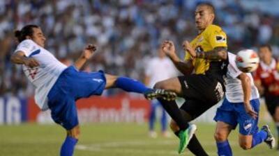 Luego de ir perdiendo 2-0 ante el barcelona de Ecuador, Nacional, jugand...