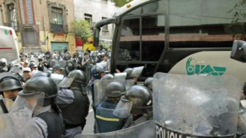 Los detenidos fueron trasladados bajo un fuerte operativo policiaco.