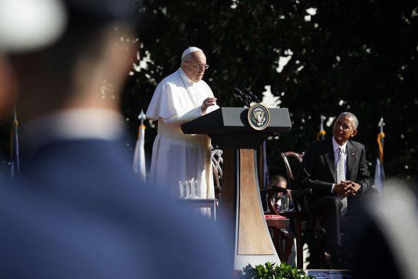Francisco habla durante la ceremonia de bienvenida realizada en la Casa...