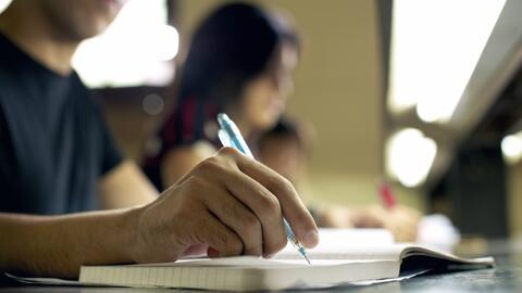 Semana de la solicitud universitaria: Más latinos completan los estudios...