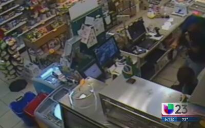 Minimercado es blanco de un asalto en Doral