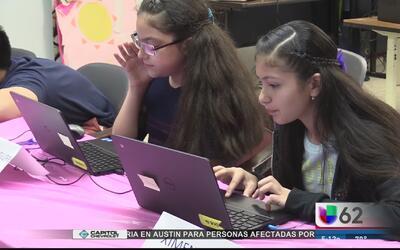 Familias en Dove Springs reciben capacitación en materia tecnológica