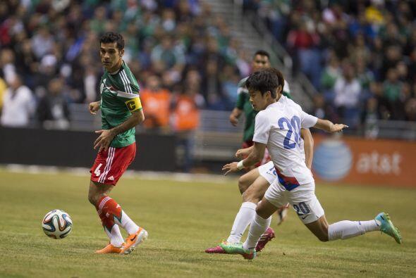 Rafa Márquez puso claridad y experiencia en la zaga como capitan...