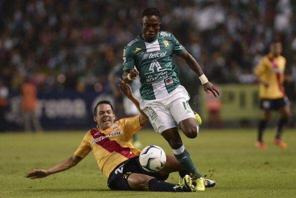 Darío Burbano.- Partidazo del colombiano, dos pases para gol y una anota...