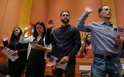 Varias organizaciones se unen para ayudar a los inmigrantes a convertirs...