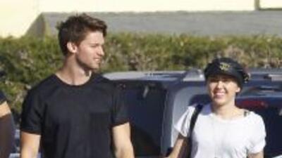 Una fuente asegura que el novio de Miley Cyrus está 'asqueado' de la man...