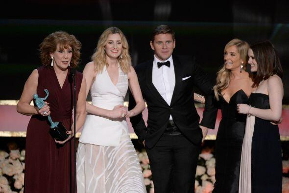 Parte del elenco de 'Downton Abbey' recibiendo su premio SAG.