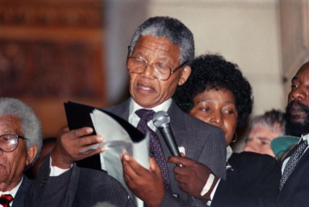 A su llegada a Johannesburgo, una gigantesca metrópolis minera, Mandela...