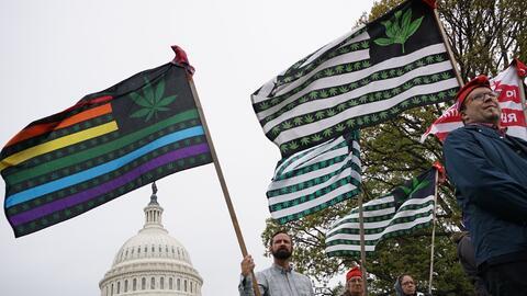 Activistas a favor de la marihuana protestan en el Capitolio de Washingt...