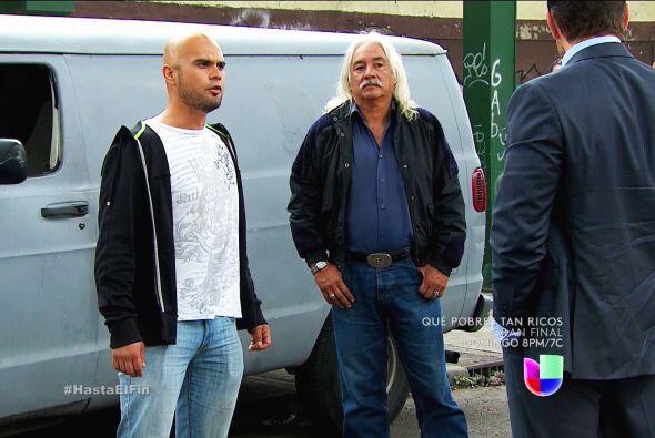 Eres un malvado Patricio, contrataste a estos hombres para secuestrar a...