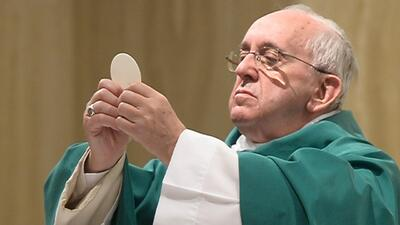 Sacerdotes podrán absolver a mujeres que han practicado el aborto