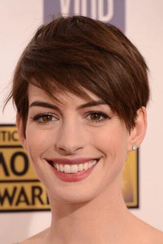 El 'pixie' de Anne Hathaway realmente ha causado sensación entre el públ...