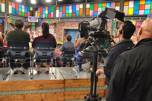 Los camarógrafos son los más atentos al programa, pues cualquier descuid...