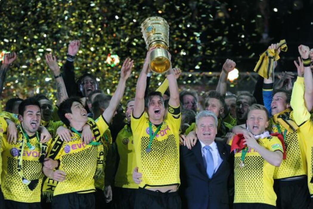 El Dortmund no se conformó con la Bundesliga y también obtuvo la Copa de...
