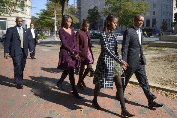 Durante su llegada los Obama estuvieron custodiados en todo momento.