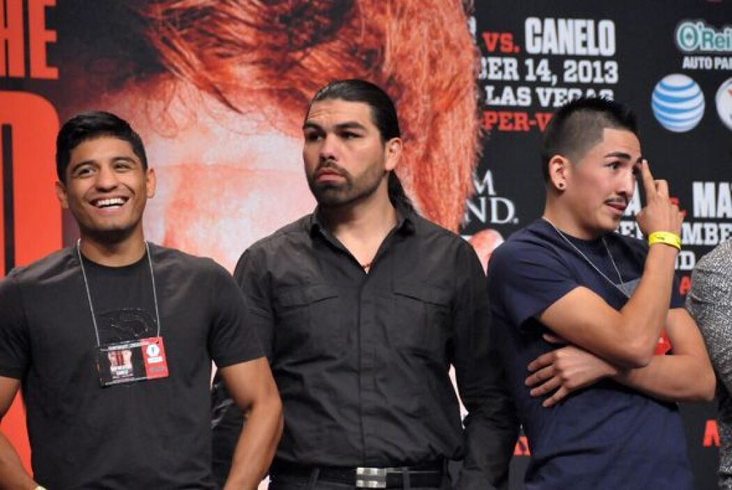 Leo Santa Cruz con Abner Mares y Angulo.