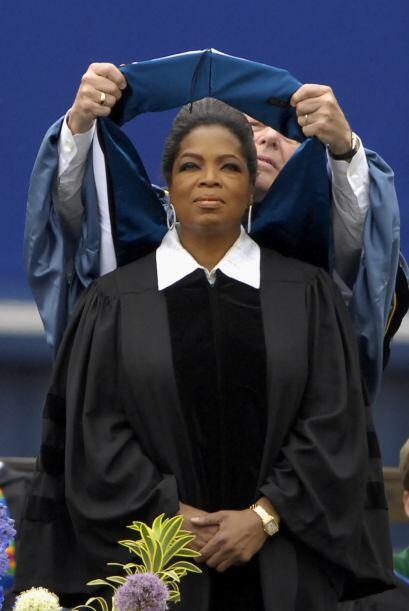 Winfrey recibió un doctorado honorario en letras por parte de la...