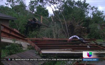 Algunos residentes de Bryan, Texas lo perdieron todo tras el paso de un...