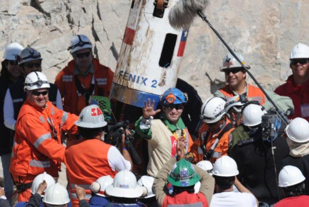 El chileno Carlos Barrios fue el número 13 en ser resctado de ese accide...