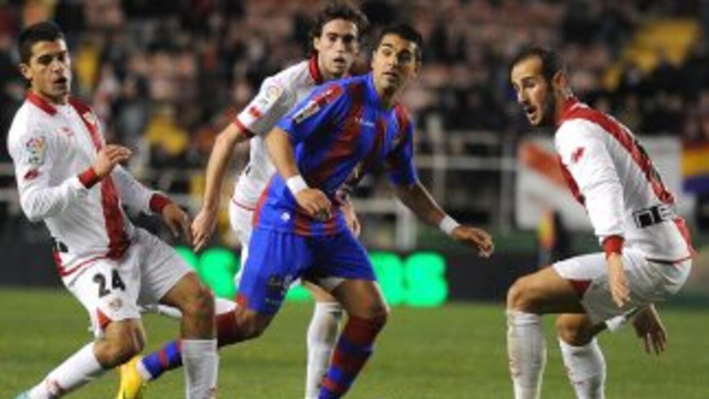 El solitario gol levantino le bastó para eliminar al equipo de Vallecas.