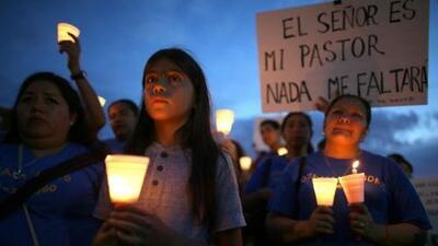 Millones de inmigrantes indocumentados en Estados Unidos ruegan y aguard...