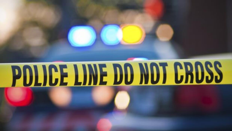 Un sospechoso atacó a un oficial de policía al momento en que éste dejab...