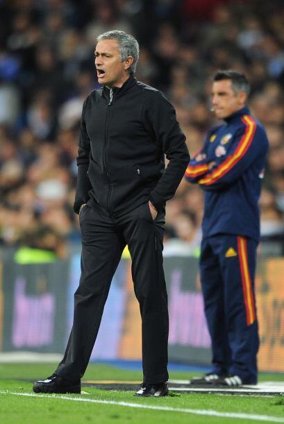 Mourinho lucía molesto por el resultado.