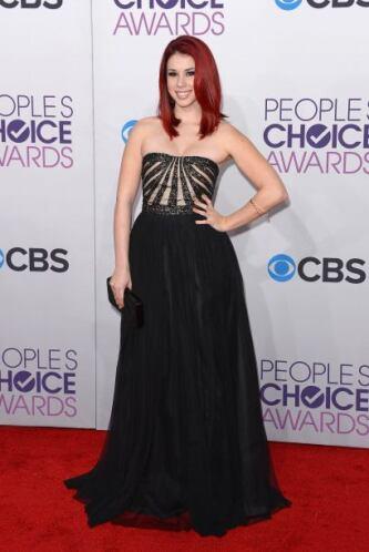Nada favorable el vestido que llevó Jillian Rose Reed, ya que por lo cor...