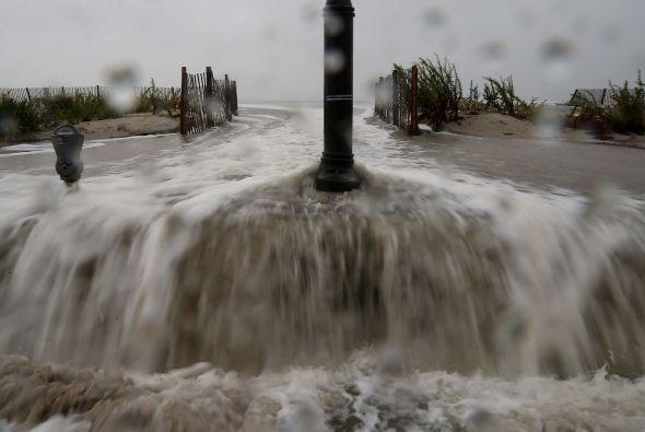 El mar se desbordó en Cape May, Nueva Jersey debido a los efectos del Hu...