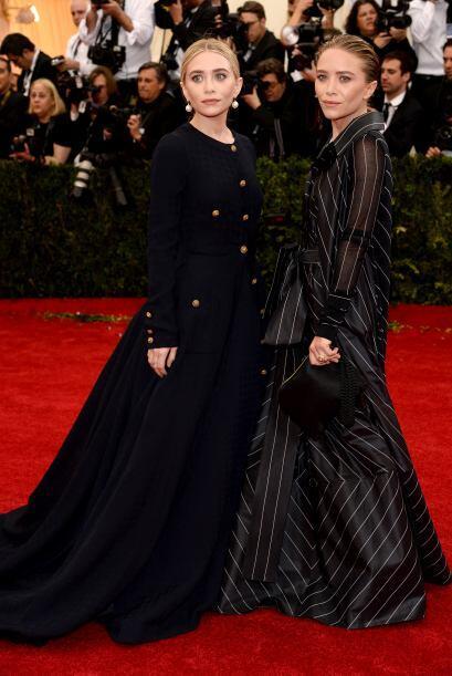 Las gemelas Olsen siempre se inspiran en Morticia Adams para elegir sus...
