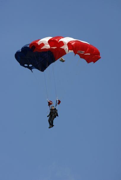 4. PARACAIDISMO - La Asociación de Paracaidismo de Estados Unidos cuenta...