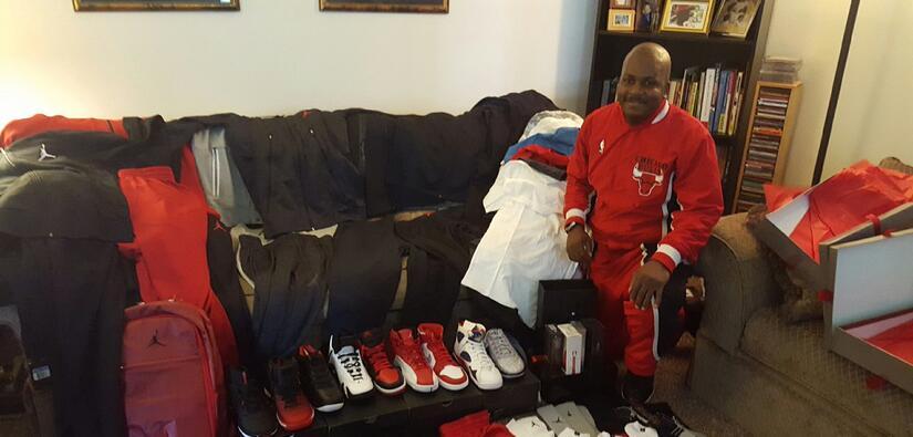 Jeffrey recibió artículos deportivos de parte del mismísimo Michael Jordan.