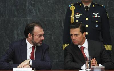 El canciller mexicano Luis Videgaray junto al presidente Enrique Peña Ni...