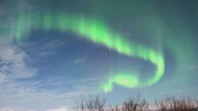 Una intensa luz de colores podría iluminar este jueves a varios estados...