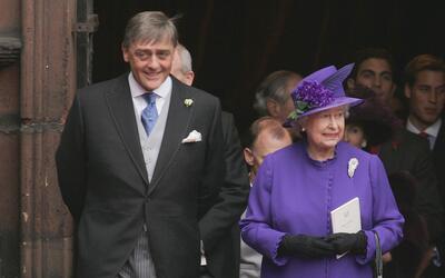 Gerald Cavendish Grosvenor, sexto duque de Westminster, junto a la reina...