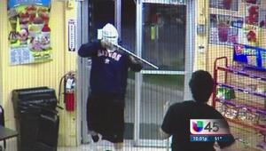 Autoridades buscan a peligroso asaltante hispano