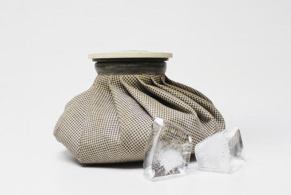 6-También puede emplear una bolsa de hielo por encima de los hues...