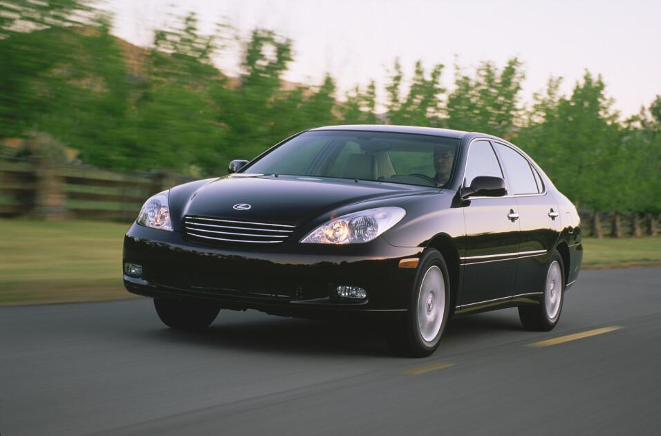 El 33% de los dueños del Lexus ES 300 encuestados recibieron multas