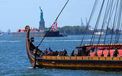 Antes del mediodía, los 32 miembros de la tripulación del Draken Harald...