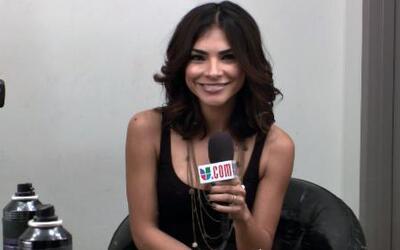 Alejandra Espinoza desde el camerino compartió su secreto al maquillarse