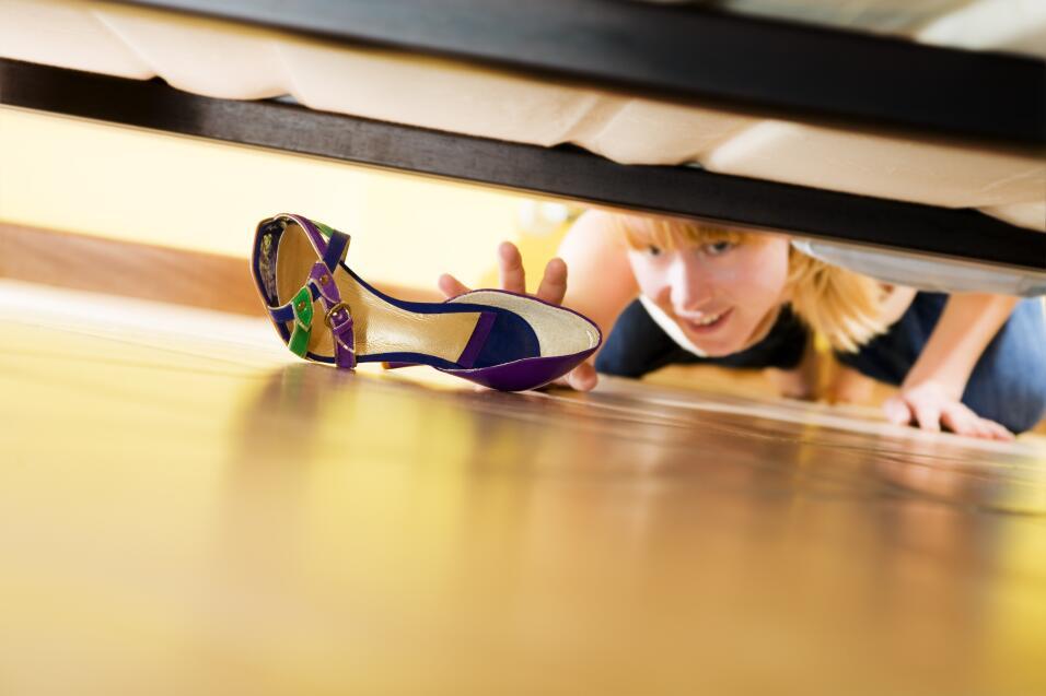 Zapatos bajo la cama