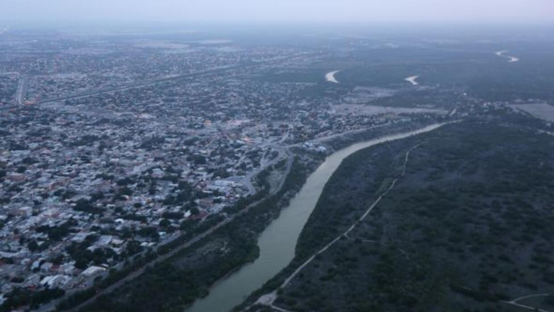 El secretario de estado de Texas viajó a México para plantear estrategia...
